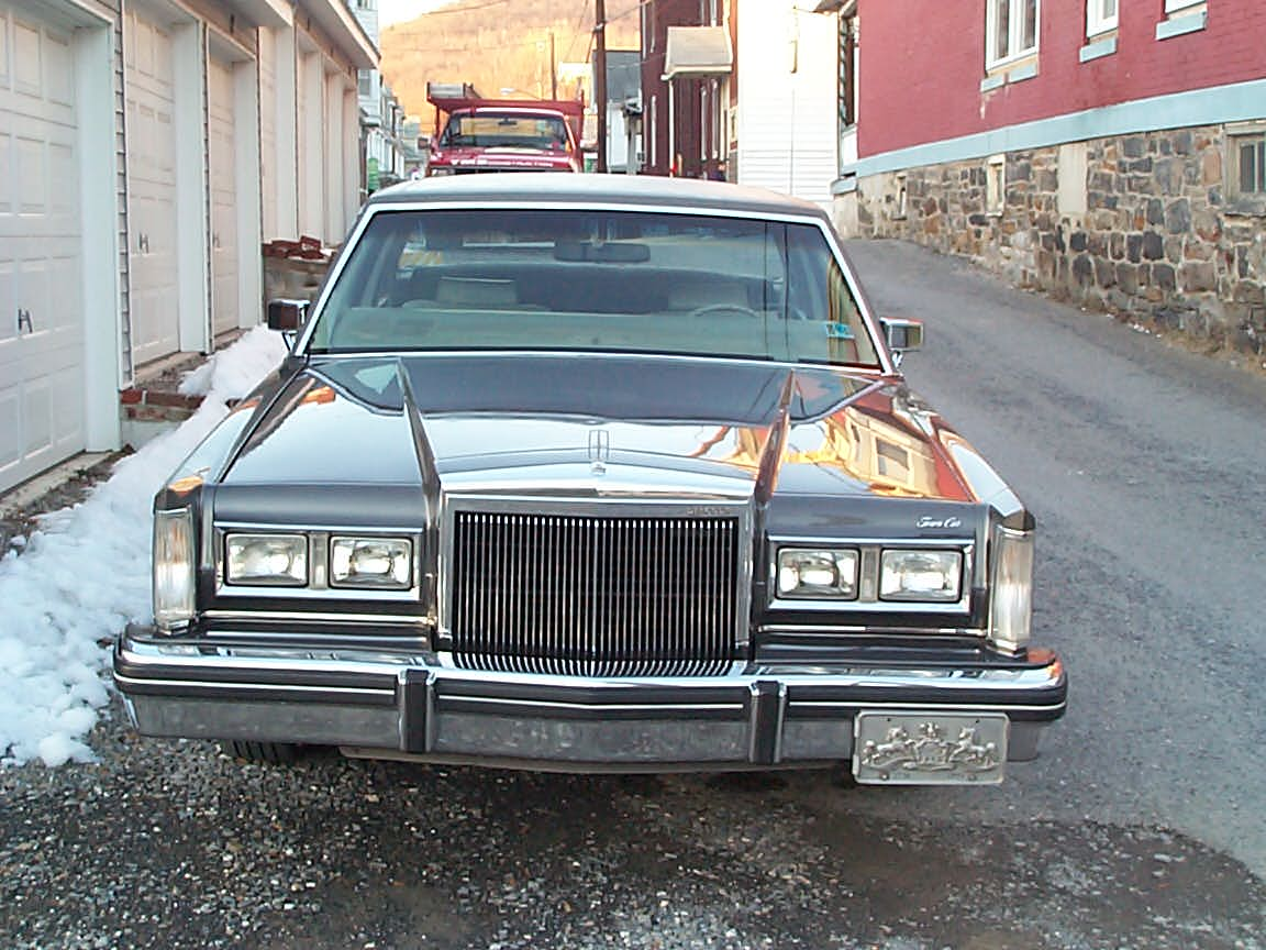1981 lincoln town car 2 door sedan for sale lincoln vs cadillac forums. Black Bedroom Furniture Sets. Home Design Ideas