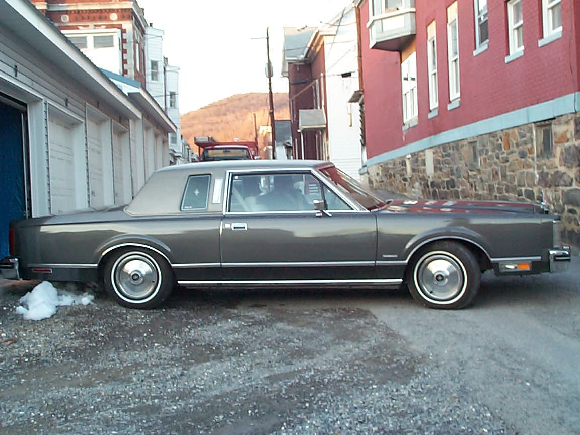 1981 lincoln town car 2 door sedan for sale. Black Bedroom Furniture Sets. Home Design Ideas